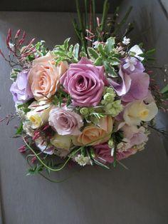 Roses used: Cool Water, Pearl Avalanche, Safi and Creme de la Creme.