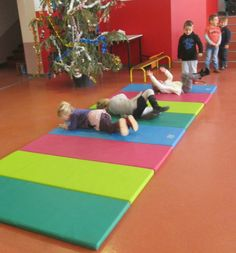 rouler Kids Gym, Gym Room, Petite Section, Physical Education, Kids Rugs, Circuit, Diana, Sports, Ideas