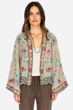 The cropped Kioshi Kimono features exquisite geometric embroidery highlighted with soft, whimsical butterflies. The neutral palette and bold pops of color pair well with any look and can easily be dressed up or down. Boho Fashion, Fashion Outfits, Quirky Fashion, Jacket Style Kurti, Cool Outfits, Casual Outfits, Anthropologie Clothing, Ethnic Outfits, Boho Chic
