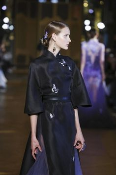 Heaven Gaia Ready To Wear Spring Summer 2017 Paris Live Fashion, Fashion Show, Fashion Design, Cheongsam Modern, Podium, Chinese Clothing, Oriental Fashion, China Fashion, Ao Dai