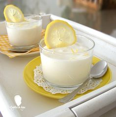 Lemon Mousse (in Spanish with translator) Mini Desserts, Delicious Desserts, Dessert Recipes, Yummy Food, Doce Light, Comidas Light, Lemon Mousse, Low Calorie Recipes, Cooking Light