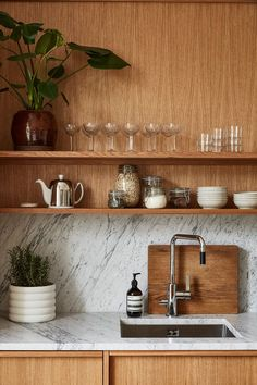 A Warm Stockholm Apartment with Oak Touches - The Nordroom Home Interior, Kitchen Interior, New Kitchen, Kitchen Decor, Interior Decorating, Wooden Kitchen, Küchen Design, House Design, Sweet Home