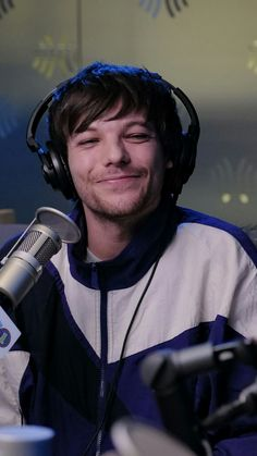 One Direction Fotos, One Direction Pictures, Direction Quotes, Louis Tomlinsom, Louis And Harry, Foto One, Louis Williams, Larry Stylinson, Shakira