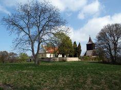 Libušín  - Vznik přemyslovského hradiště je datován až do závěru 9. století. Svou hlavní vojenskou funkci plnilo v 10. a počátkem 11. století. Poblíž je údajný hrob kněžny Libuše.