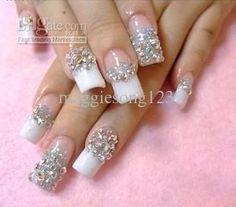Uñas con manicura francesa en blanco decoradas con piedra plateadas - Uñas Pasión