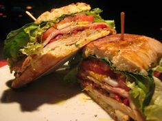 Chivitos are the main food for uruguay Sandwiches For Lunch, Sandwich Recipes, Hispanic Dishes, American Kitchen, Good Food, Yummy Food, Quesadilla, Food For Thought, Bon Appetit