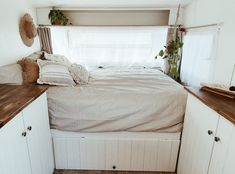 Looking for travel trailer remodel ideas? We have found some of the best caravan renovation ideas and put them all into one great post. Travel Trailer Interior, Small Travel Trailers, Travel Trailer Remodel, Vintage Travel Trailers, Vintage Caravans, Vintage Campers, Caravan Vintage, Airstream Interior, Vintage Airstream