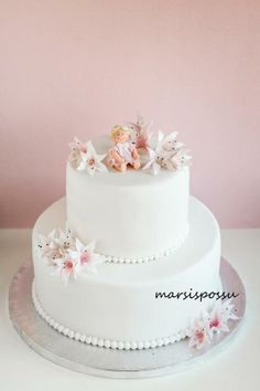Marsispossu: Ristiäiskakku liljoilla, Christening cake with lilies