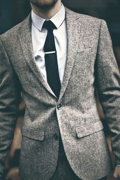40 Stylish Tweed Suits For Grooms Tweed is a classical and warm fabric that is perfect for chilly fall and winter weddings. It looks amazing at vintage, retro, rustic, woodland… Gentleman Mode, Gentleman Style, Gentleman Fashion, Dapper Gentleman, Modern Gentleman, Dapper Man, Mad Men Fashion, Fashion Mode, Fashion News
