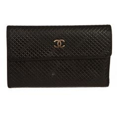 Pre-owned Chanel Wallet (810 CAD) ❤ liked on Polyvore featuring bags, wallets, apparel & accessories, handbags, wallets & cases, wallets & money clips, real leather wallets, quilted leather wallet, leather bags and snap closure wallet