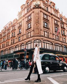 Looking for the best photo spots in London? Check out this guide and map to Best Instagram Photos, London Instagram, Photo Instagram, Instagram Life, Instagram Worthy, London Map, London Places, London Travel, London Food