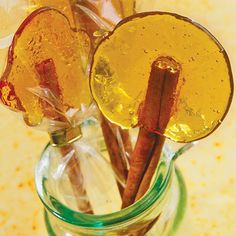 Burnt Sugar Lollipops: No special equipment or fancy molds are needed for these gorgeous jewels—just a little patience and steady hand to pour out the hot sugar syrup. Homemade Food Gifts, Homemade Candies, Homemade Lollipops, Sugar Lollipop Recipe, Burnt Sugar, Healthy Halloween, Halloween Treats, Homemade Vanilla, Healthy Dessert Recipes