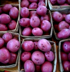 Beautiful purple potatoes add a splash of color and a little fun into your cooking. You can find sweet and savory varieties of this colorful spud, usually available at hte farmer& market or ethnic markets. These five recipes may be the sa Purple Potato Recipes, Purple Vegetables, Veggies, How To Store Potatoes, Purple Sweet Potatoes, White Potatoes, Bountiful Baskets, Loaded Sweet Potato, Purple Food
