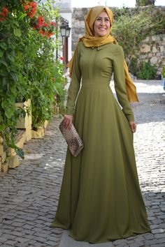 Vual - Azra Elbise Haki, en uygun fiyat ve kalite güvencesinde. İncelemek ya da satın almak için tıklayınız... Abaya Fashion, Fashion Outfits, Womens Fashion, Muslim Dress, Office Looks, Mode Hijab, Hijab Outfit, Modest Outfits, Blouse Designs