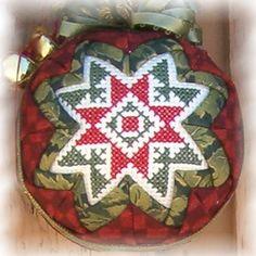 Folded Star Ornaments - Folded Star Ornaments Quilted Christmas Ornaments, Fabric Ornaments, Christmas Balls, Christmas Crafts, Christmas Decorations, Anul Nou, Fabric Balls, Star Ornament, Cross Stitching