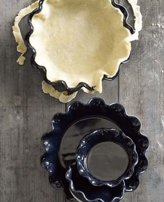 Emile Henry Artisan Ruffled Pie Dish in Navy