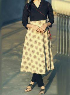 Indian Fashion Inspiration For College Girls! Churidar Designs, Kurti Neck Designs, Kurti Patterns, Dress Patterns, Indian Dresses, Indian Outfits, Sari, Classic Style Women, Simple Dresses