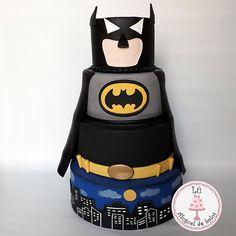 Bolo Fake Batman Bolo Fake, Kids Spiderman Costume, Baby Shower Cakes, Cake Toppers, Birthday Parties, Birthdays, Batman, Costumes, Cake Ideas