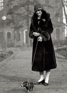 walking the pig, 1925 // vivo