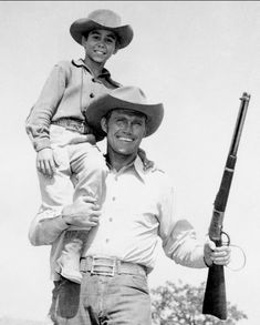 Johnny Crawford The Rifleman Johnny Crawford, Chuck Connors, The Rifleman, Tv Westerns, John Wayne, Johnny Was, Vintage Hollywood, Great Movies, Hollywood Stars