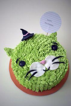 halloween torte grüne katze mini hexenhut idee
