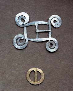 Belt buckles | Alexander Calder.  a) Silver wire, ca. 1940 and b) Brass wire, ca. 1950 || Photo Credit: Calder Foundation, New York