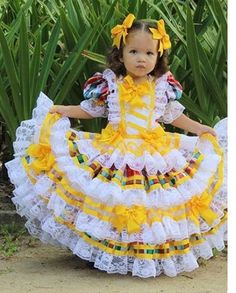 Frocks For Girls, Little Girl Dresses, Girls Dresses, Flower Girl Dresses, Kids Outfits Girls, Girl Outfits, Traditional Mexican Dress, Mexican Costume, Country Dresses