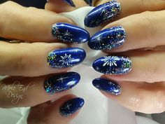 Blue Jazz with tiny holographic dots and hand painted snowflakes and stars. The Gel Bottle Builder in a bottle infil over natural nails @i.n.k_london @the_gelbottle_inc #thegelbottle #xmasnails #ilac #snowflakes #holographic #stars #blingnails #glitter #handpainted #i30 #bluejazzd #inklondon @scratchmagazine #gelpolish #nails #nailsoftheday #nailart #glitter #showscratch #scratchmagazine #notd #nailsofinsta #naildesign #naildesigns #shaftesburynails #dorsetnails #gillinghamnails…