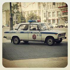 ロシアのパトカー ラーダというロシアの車メーカーのかわいいパトカー - @his_japan- #webstagram