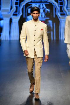 Check out the latest collection by Rohit Kamra showcased at the Lotus Make up India Fashion Week Autumn/Winter 2019 India Fashion Week, Lakme Fashion Week, Fashion Weeks, Make Up India, Weather In India, India Culture, Fall Winter, Autumn, Indian Wedding Outfits