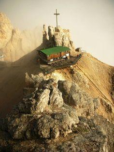 Le Dolomiti o Monti Pallidi, sono un insieme di gruppi montuosi delle Alpi…