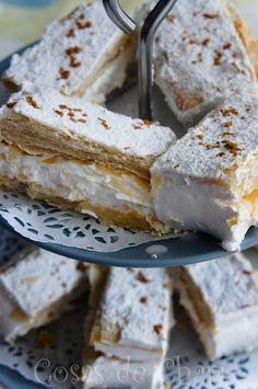 Italian Meringue with Puff Pastry Köstliche Desserts, Delicious Desserts, Dessert Recipes, Pan Dulce, Mini Cakes, Cupcake Cakes, Cupcakes, Salvadorian Food, Sweet Dough