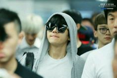 Exo arrived in Hong Kong airport for their concert #Beakhyun