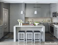 Designing a thoroughly modern kitchen was a welcome challenge for California designer Tyler Pankratz. There was just one problem: a bare, unusable wall. What to do? Make it the focal point of the room! Custom-colored Little Diamond tiles from Heath Ceramics create a space with optical interest — and serious drama.