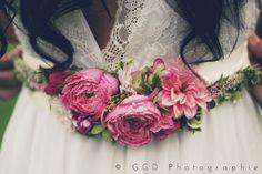 robe de mariée ceinture bracelet fleurs Fleurs de Fée partenaire lyon-mariage.com