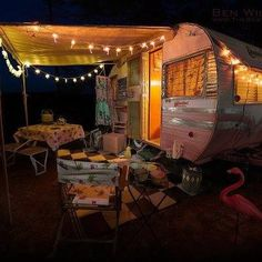 Silent Night. Tiny trailer - vintage camper - travel caravan <O>