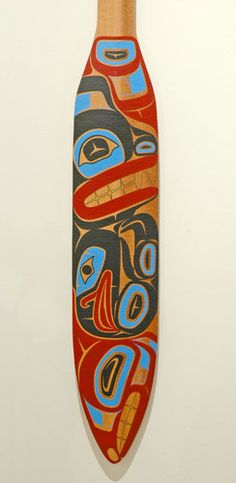 Grizzly Bear, Raven, and Salmon Paddle by Latham Mack, Nuxalk artist Haida Kunst, Haida Art, Tlingit, Native Design, Indigenous Art, Canoeing, Fish Art, Aboriginal Art, People Art
