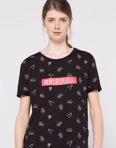T-shirt estampado all over sushi - Manga curta - T-shirts - Vestuário - Mulher - PULL&BEAR Portugal