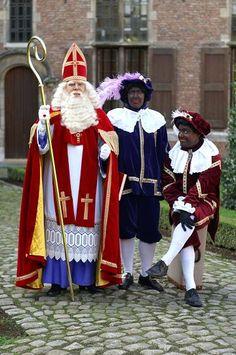 Saint Nicholas 'Sinterklaas' grand arrival in Amsterdam Anne Frank, Amsterdam, Going Dutch, Sainte Lucie, Holland Netherlands, Dutch People, Father Christmas, My Heritage, Delft
