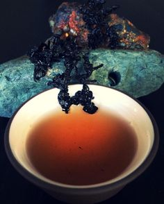 Heavy Roast Oolong Tea:  Dark liquor hint of sugarcane.  Robust hardy tea that maintained its wiry twisted form after six infusions.  Resilient like a barnacle withstanding what the #ocean has to give. @totemtea simplesubtletea.com . . . #cupoftea #teatime #teatraining #teaeducation #tea #teaaddict #teafriends #healthy #healthyliving #teajournal #teaaddict #healthylifestyle #myteabox #calm #life #foodie #beach #pacificcoast #hike #letsgosomewhere #weekendvibes #food #yoga #wellness #outdoors…