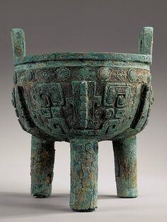 A rare large archaic bronze ritual food vessel
