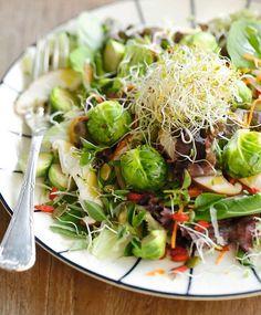 Aprenda essa receita de salada da hora, que leva couve-de-bruxelas, de Tatiana Cardoso, do Gaia Natural Gourmet