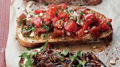 Bruschetta je důkazem toho, že ty největší požitky v životě často bývají těmi nejjednoduššími. Někdy stačí jen opečený toast potřený česnekem. Toast, Bruschetta, Ricotta, Barbecue, Hamburger, Food And Drink, Fresh, Cooking, Ethnic Recipes