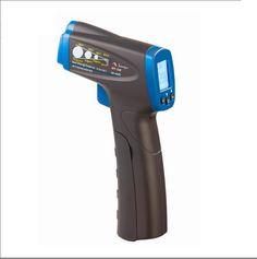 Termômetro digital com mira laser; destinada às aplicações que requerem medidas de temperatura sem contato, como em locais de difícil acesso, pontos energizados, com altas temperaturas, em peças ou partes em movimento, ou em locais com impossibilidade de acesso.