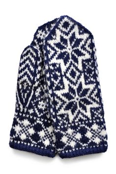 Hand-knitted Norwegian mittens from Selbu Knitting Stitches, Knitting Needles, Hand Knitting, Knitting Patterns, Mittens Pattern, Knit Mittens, Knitted Gloves, Knit Stranded, Norwegian Style