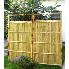 These pre-built bamboo fence sections can be installed easily indoors or outdoors. They add structural beauty and can function as a privacy fence or as dividers in your home garden. Bamboo fence panels are usually placed near the doorways around the cor Bamboo Panels, Bamboo Fence, Fence Panels, Cheap Privacy Fence, Outdoor Privacy, Fence With Lattice Top, Black Bamboo, Garden Cafe, House Yard