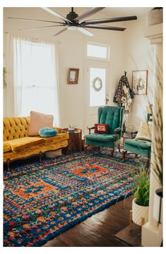 Teal Living Rooms, Bohemian Living Rooms, Colourful Living Room, Eclectic Living Room, Living Room Green, Living Room Carpet, Eclectic Decor, Rugs In Living Room, Living Room Designs