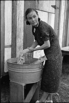 November Farmer's wife washing clothes, near Morganza, Louisiana. Russell Lee www. Old Pictures, Old Photos, Vintage Photos, Clothes Line, Washing Clothes, Old Washing Machine, Washing Machines, Louisiana History, Vintage Laundry