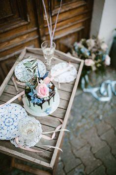 Wedding Styledshoot - Stylish dripping wedding cake in babyblue and rose. So urban, modern and beautiful! More on WonderWed.de