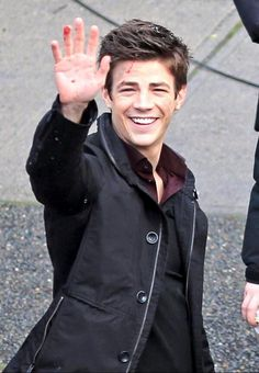 From: More Grant Gustin #Flash filming. Sadly without the awesome shoes in frame. pic.twitter.com/dyOHjRkRUJ